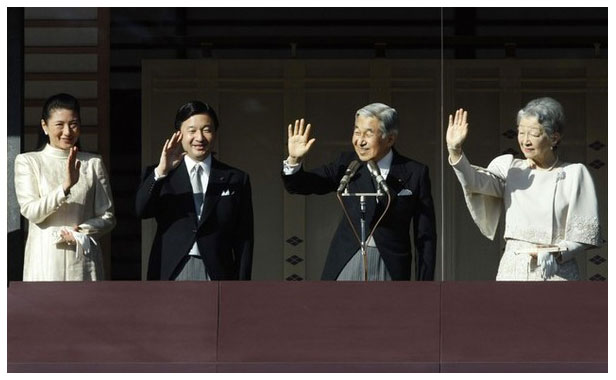 Japan's Princess Masako and the Emperor wave to crowds at New year's event January 2009 in Tokyo